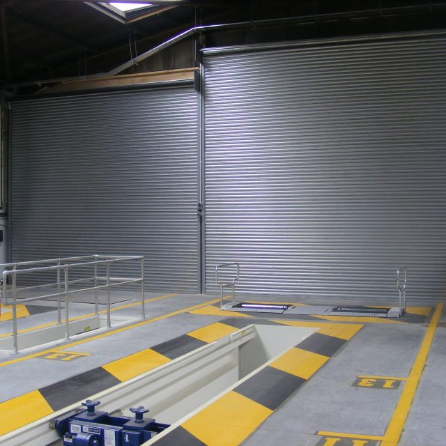 Uninsulated roller shutters for a garage